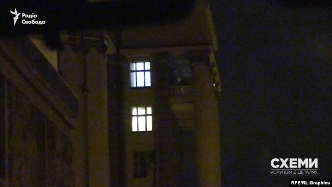 Журналісти помітили, що в кабінеті Гончарука в Кабміні горіло світло