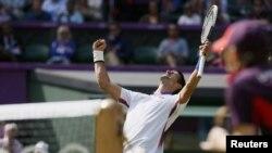 Novak Đoković slavi pobedu u četvrtfinalu OI, 2. avgust 2012.