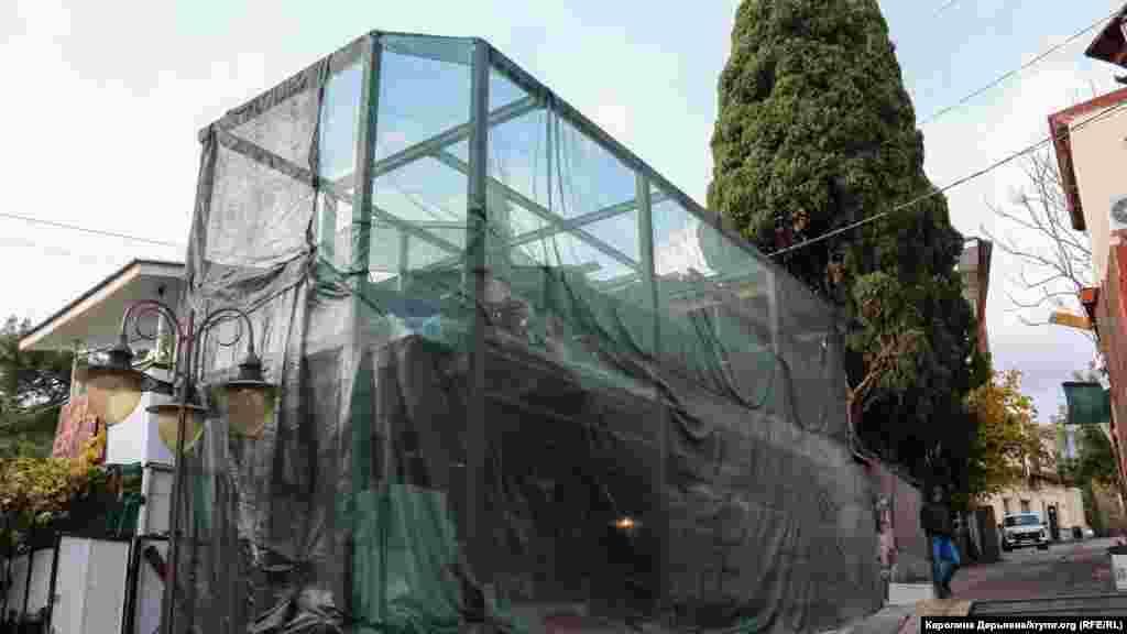 Lâkin Gurzuftaki tarihiy binalarnı yıqalar. Bu qurucılıq 100 yıldan berli turğan ev yerinde kete. Mında turistler raatlanacaq