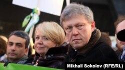 Лев Шлосберг, Эмилия Слабунова, Григорий Явлинский на Марше памяти Бориса Немцова.