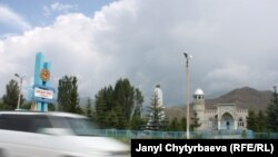 Кыргызстанда бүгүн мечиттердин көбү бир-бирине окшош салынууда
