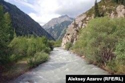 Есік өзені. Сел жүрген жер. Алматы облысы, 18 шілде 2010 жыл.