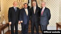 Слева направо: Геннадий Тимченко, Рубен Варданян, Жан де Глиниасти (посол Франции в России), Эмманюэль Кидэ (Франко-российская торгово-промышленная палата)