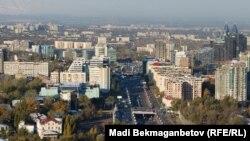 Вид на Алматы с горы Кок-Тобе.