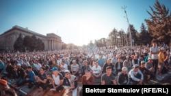 Праздничный намаз на площади в Бишкеке в 2019 году.
