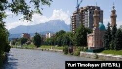 За ситуацией в приграничной с Грузией Северной Осетии следят с беспокойством. Ночью уровень воды в Тереке резко поднялся, в связи с чем власти организовали мониторинг уровня воды в реке на территории республики