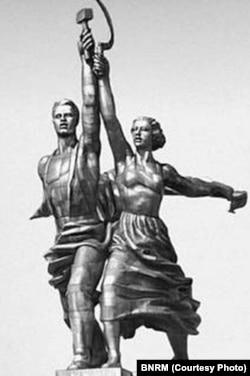 Alianța dintre proletar și colhoznică: simbolul epocii sovietice (Sursă: BNRM)