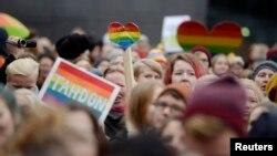 Демонстрация сторонников однополых браков возле парламента Финляндии. Хельсинки, 28 ноября 2014 года.