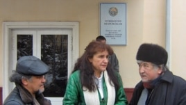 Umida Ahmedova (center) waits for the verdict in front of the court building in Tashkent.