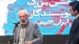 یکی از خبرسازترین اتفاقات هفته گذشته در جریان مراسم اهدای جوایز انجمن منتقدان و نویسندگان سینمایی، اظهارات تند جمشید مشایخی، در انتقاد از توجه زیاد منتقدان به عزتالله انتظامی بود.
