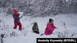 Когда на Ангарский перевал в Крыму приходит настоящая зима (фотогалерея)