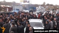 Armenia - Farmers in Aragatsotn province block a highway in protest against construction of a hydroelectric plant, 6Mar2014.