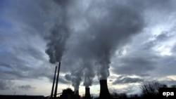 Илустрација - централта на јаглен РЕК Битола. Во Македонија е зголемена употребата на фосилни горива во однос на изминатите две години.