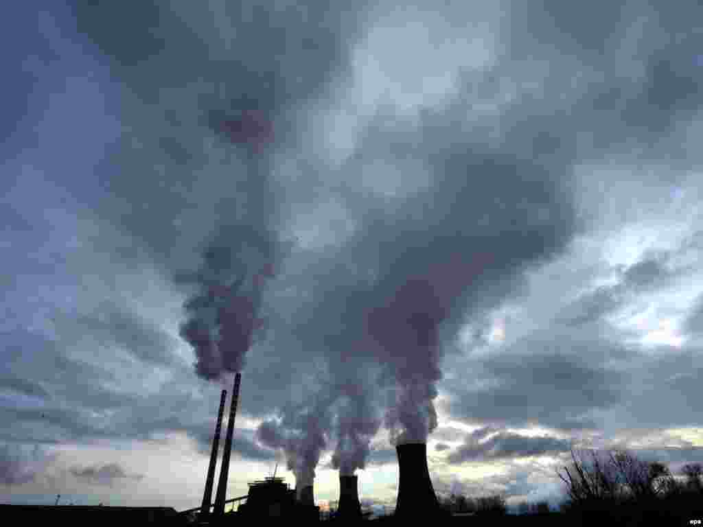 Steam billows from the cooling towers of a coal plant near the southern Macedonian town of Bitola on December 15. - As the UN climate conference in Copenhagen entered its crucial phase, hopes to reach an agreement on reducing greenhouse gas emissions dimmed. Photo by Georgi Licovski for epa