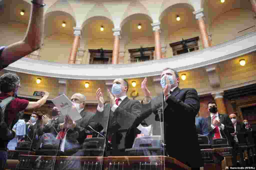 Izborna lista vladajuće Srpske napredne stranke osvojila je na izborima 21. juna ubedljivu većinu od 188 mandata, koalicija oko Socijalističke partije Srbije 32, a u Skupštinu sa 11 mandata prvi put ulazi Srpski patriotski savez Aleksandra Šapića. Ostatak od ukupno 250 mandata podelile su manjinske stranke.