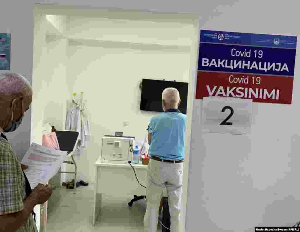 МАКЕДОНИЈА - Во последните 24 часа се регистрирани 21 нов случај на заразени со ковид-19, од направени 3.227 тестирања, соопшти Министерството за здравство, согласно податоците од Институтот за јавно здравје. Во Тетово има 11 нови случаи, во Скопје и Куманово по 3, Струга -2, Гостивар и Штип по еден нов случај.