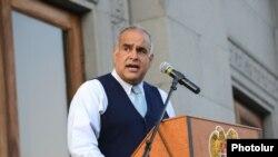 Лидер партии «Наследие» Раффи Ованнисян, Ереван 23 августа 2013 г.