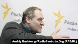 Євген Захаров вважає, що через порушеня прав людини, гальмування судової реформи і відсутність боротьби з корупцією Україна втрачає авторитет в очах Заходу