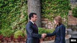 Зоран Заев со новата амбасадорка Кејт Мари Брнс.