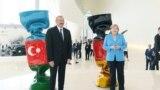 German kansleri Angela Merkel Azerbaýjanyň prezidenti Ylham Alyýew bilen, Baku, 25-nji awgust.