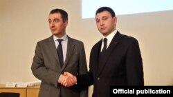 Эдуард Шармазанов (слева) и Джем Оздемир, Берлин, 25 февраля 2016 г.