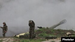 Nagorno-Karabakh - Karabakh Armenian troops fire rounds from a howitzer in the Martakert district, 3Apr2016.