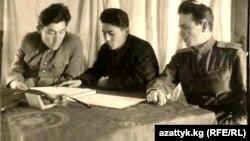 Асек Урманбетов (ортодо) согуштан кайтып келгенден кийин