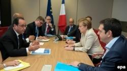 Premierul grec Alexis Tsipras , cancelara germană Angela Merkel și președintele francez Francois Hollande , Bruxelles, 26 iunie, 2015
