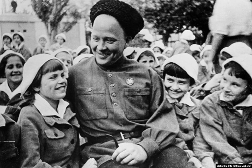 Гайдар – відомий радянський дитячий письменник