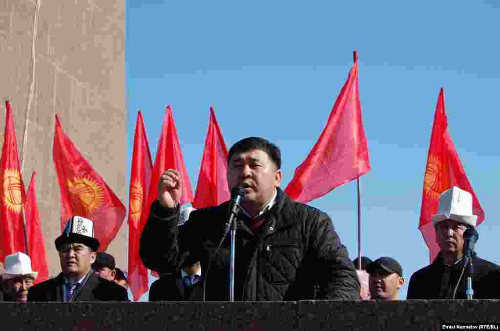 Оппозиция 23-апрелде билдирүү таратып, мындан ары өлкөдө туруксуздук болсо, ага жоопкер болбосун бийликке эскертти.
