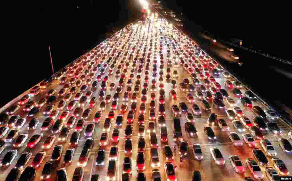 Vehicles are seen jammed on an expressway near a toll station at the end of the Mid-Autumn Festival holiday in Zhengzhou, Henan Province, China. (Reuters/Stringer)