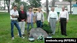 Ля каменя на месцы расстрэлу ксяндза Фалькоўскага