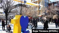 Ulica Majke Tereze potpuno je u znaku desetogodišnjice nezavisnosti