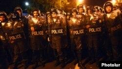 Ոստիկանությունը փակել է Բաղրամյան պողոտան, 9-ը ապրիլի, 2013