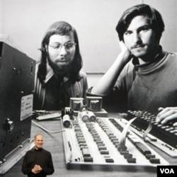 Steve Jobs sağda