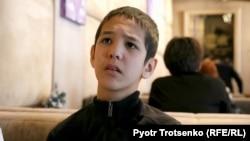Аутизмге шалдыққан 12 жастағы Аслан. Алматы, 23 желтоқсан 2018 жыл