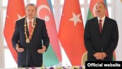Президент Турции Эрдоган и президент Азербайджана Алиев во время встречи в Баку