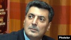 Հայ ազգային կոնգրեսի անդամ, ՀԺԿ ղեկավար Ստեփան Դեմիրճյան