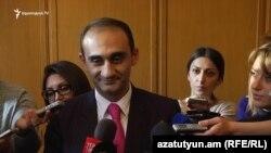 Председатель Комитета государственных доходов Армении Вардан Арутюнян отвечает на вопросы журналистов, Ереван, 7 ноября 2016 г․