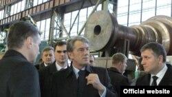 Віктор Ющенко в одному з цехів заводу «Турбоатом», Харків, 19 листопада 2008 р.