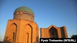 Түркістан қаласындағы Қожа Ахмет Яссауи кесенесі. Көрнекі сурет
