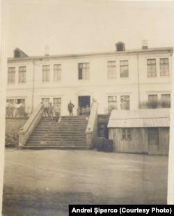 Lagărul Dobrovăț, 1918. Sursa: Andrei Șiperco (ed.), Tragedii și suferințe neștiute...., 2003 (AFB, E 2020 Schachtel nr. 111)