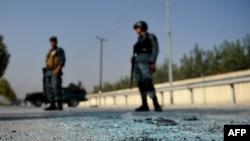 Сотрудники сил безопасности у территории университета в Кабуле. Иллюстративное фото