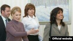 Юлія Тимошенко під час зустрічі з главою місії МВФ в Україні Джейлою Пазарбазіолу, Київ, 8 квітня 2009 р.
