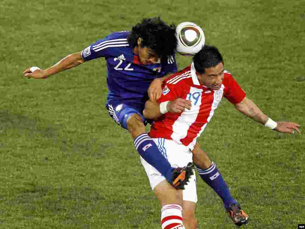 Парагвай – Японія 0:0, по пенальті 5:3. Хто вище стрибне – японець Наказава чи парагваєць Барріос? - Вперше в історії чемпіонатів світу з футболу південноамериканських збірних в 1 / 4 фіналу виявилося більше, ніж європейських. У «чудовій вісімці» Південну Америку представляють чотири країни (Аргентина, Бразилія, Парагвай і Уругвай), а Європу – три: Німеччина, Голландія та Іспанія. Континент-господар – Африка – представлений збірною Гани. 2-3 липня пройдуть чвертьфінальні матчі.