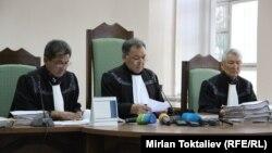 Кыргызстанда азыр 99 судьянын орду бош турганы айтылууда.