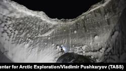 Jedna od tri ogromne rupe u sjevernom Sibiru, novembar 2014.