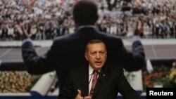 Redžep Tajip Erdogan na jednom od partijskih obraćanja u Istanbulu