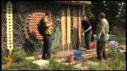 У Донецьку миють мозаїки українських художників, що терміново потребують реставрації