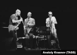 Владимир Чекасин (СССР), Кадзутоки Умэдзу (Япония) и Жжон Зорн (США) на фестивале джаза в Японии, 1989 год